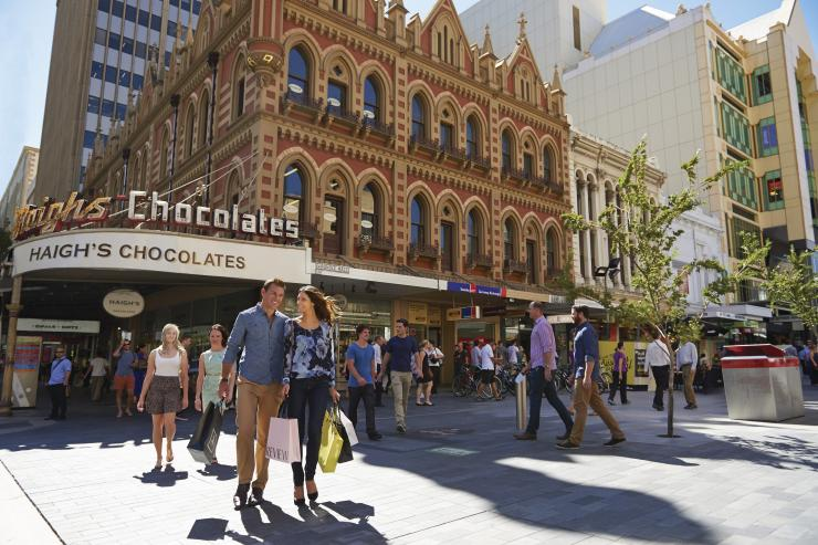 Shopping at Rundle Mall, Adelaide, SA © South Australian Tourism Commission